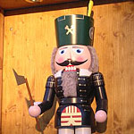 Nussknacker - beliebte Weihnachtsfigur aus dem Erzgebirge