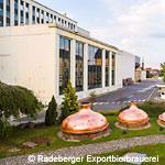 Radeberger Exportbierbrauerei, Blick über historische Sudhauben auf den Brauereihof