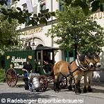 Radeberger Fassbierkutsche bei Belieferung des Radeberger Brauerei-Ausschanks in Radeberg